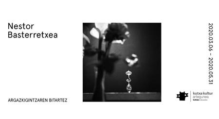 """Folleto de la exposición """"Nestor Basterretxea - A Través de la Fotografía"""""""